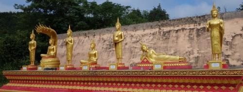 Die unterschiedlichen Haltungen des Buddhas symbolisieren jeweils einen Wochentag.